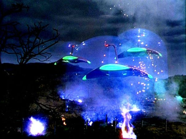 War machines attacking in War of the Worlds.