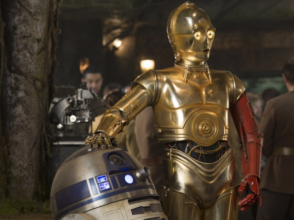 r2-d2-and-c-3po-in-star-wars-the-force-awakens